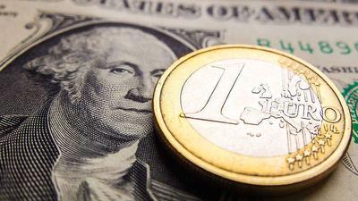 Курсы валют на 22 января: курс доллара – 2.1556, курс евро – 2.4471, 100 российских рублей – 3.2401