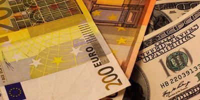 Курсы валют на 23 февраля: курс доллара – 1.9593, курс евро – 2.4086, 100 российских рублей – 3.4625