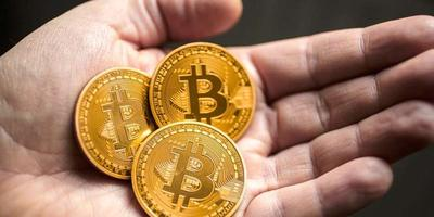 Криптовалюта снова бьет рекорды. 15 тысяч за биткоин