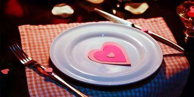 Кофе, торт и суши. Минчане запасаются продуктами ко Дню влюблённых