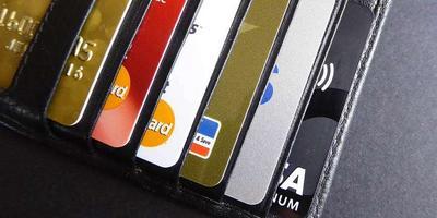 БПС-Сбербанк обменяет пластиковые карточки на флешки
